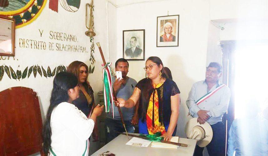 Tras amenazas renuncia presidenta municipal de San Miguel Ahuehuetitlán, Oaxaca