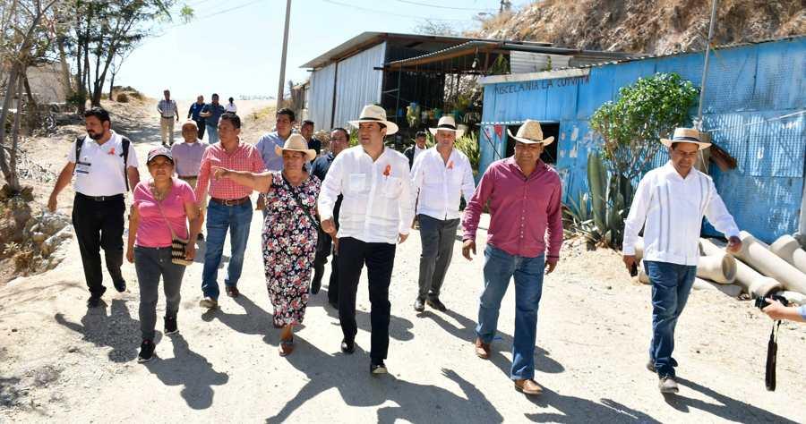 Oswaldo García visita a vecinos de Guadalupe Victoria para escuchar solicitudes