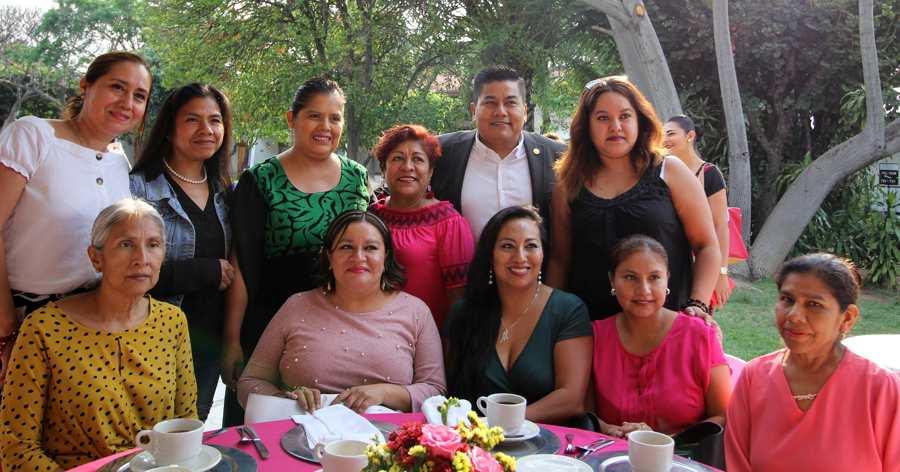 Celebra Congreso a madres trabajadoras