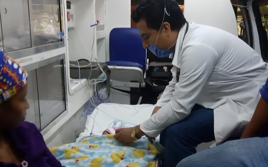 Trasladan de urgencia a recién nacida al Hospital de la Niñez Oaxaqueña