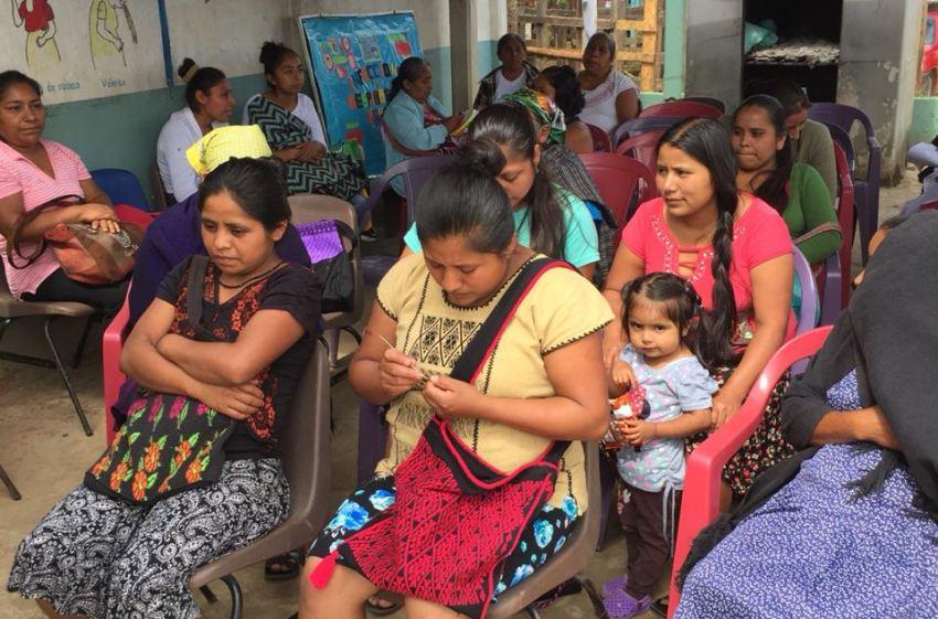 Realiza IMSS Bienestar jornada de salud ginecológica en San Juan Cotzocón, Mixes