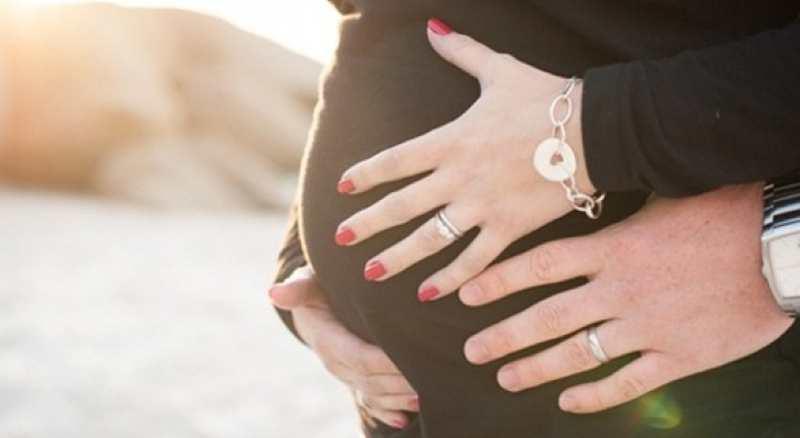 ¿Es malo pintarse las uñas en el embarazo?