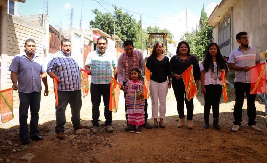 Continúa López Jarquín beneficiando con obras de urbanización a familias de Xoxocotlán