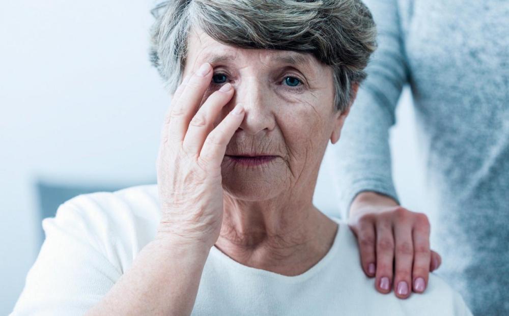 Hallan indicios de por qué el Alzheimer es más fuerte en mujeres