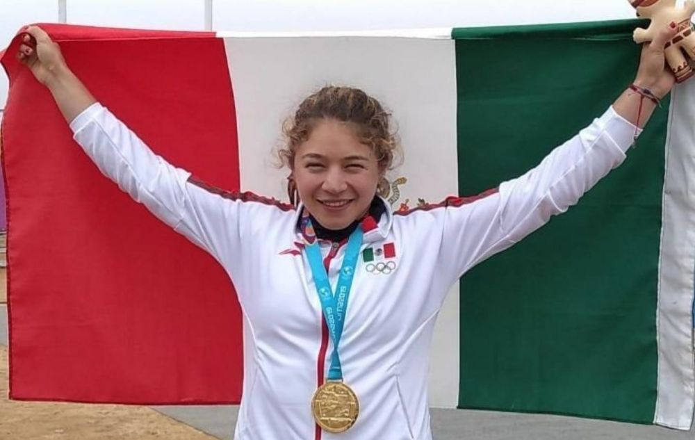 Beatriz Briones se cuelga la medalla de oro en canotaje de velocidad