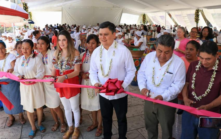 Mujeres productoras de San Andrés Huayapam y la Sectur inauguran Feria del tejate y el tamal