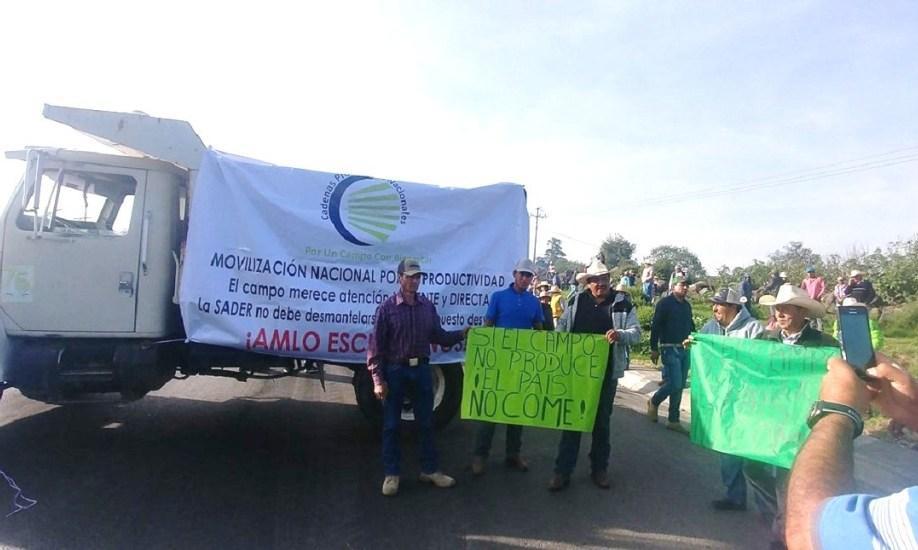 Campesinos bloquean carreteras en 25 estados en demanda de apoyos