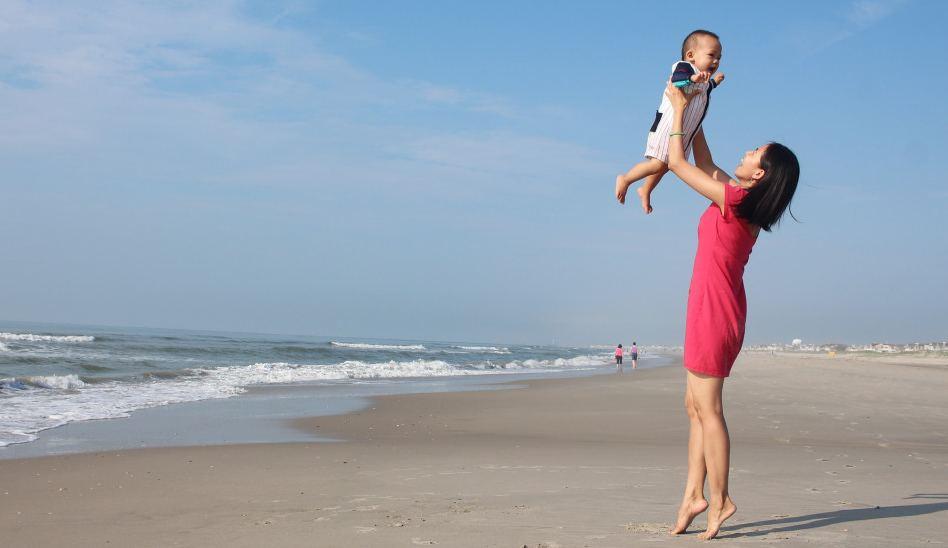 Consejos para llevar por primera vez a tu bebé a la playa