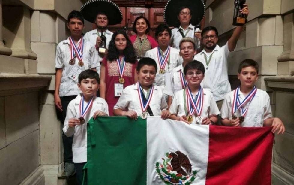 Mexicanos ganan oro en olimpiada de matemáticas y agradecen a Guillermo Del Toro