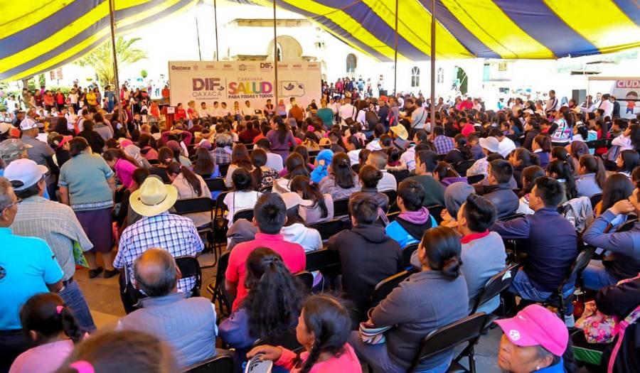 Caravana DIF beneficia a familias de San Miguel El Grande en la región Mixteca