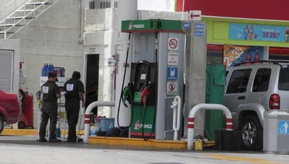 Podría prohibirse pagar gasolina con efectivo en México
