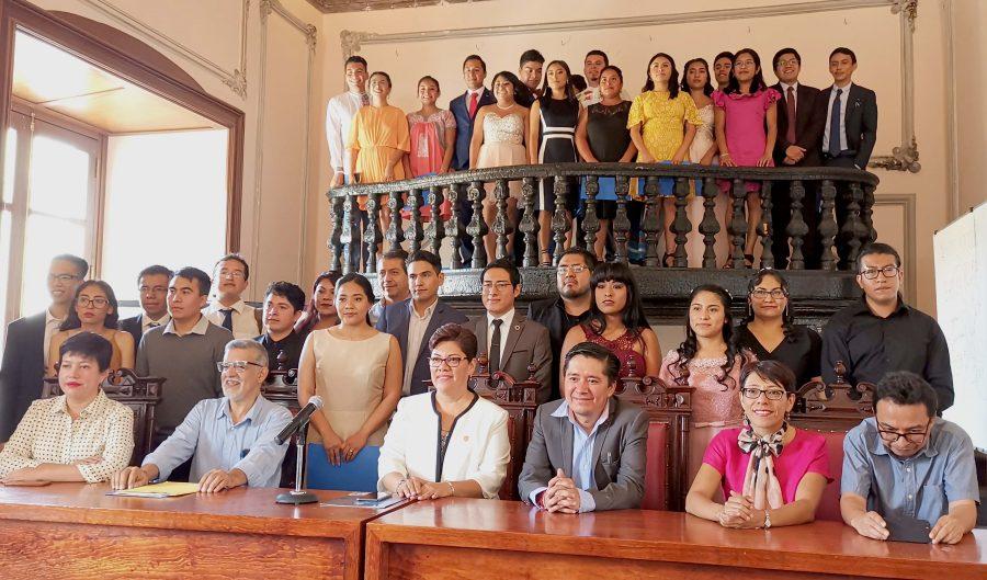 Egresan Profesionales de la Licenciatura en Humanidades de la UABJO