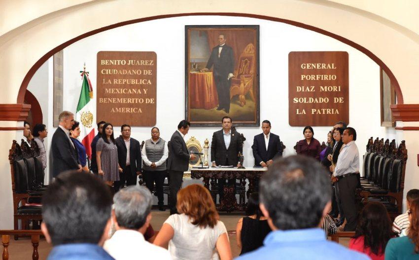 Cabildo de Oaxaca de Juárez guarda minuto de silencio por Francisco Toledo