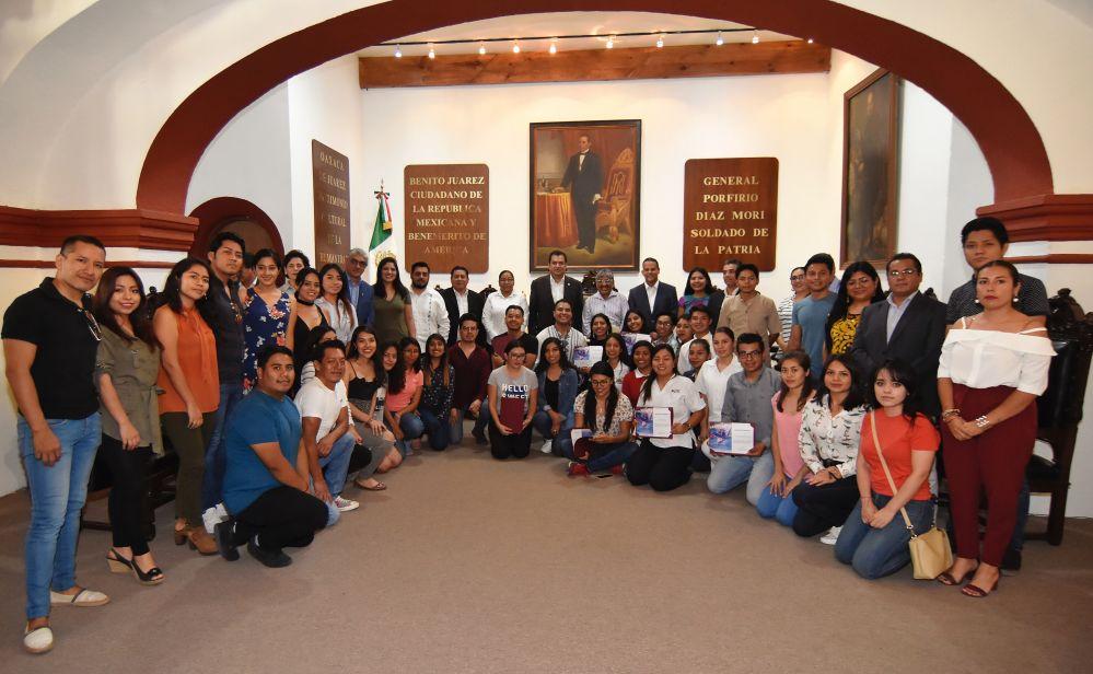 Cabildo capitalino reconoce 37 años de trayectoria del Ballet Folclórico de Oaxaca