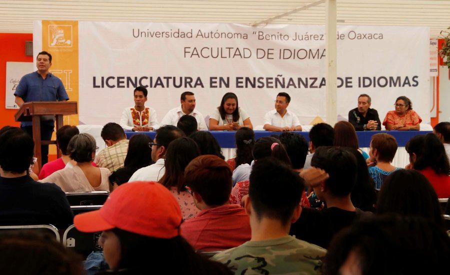La UABJO lleva el idioma inglés a diversos municipios en el estado