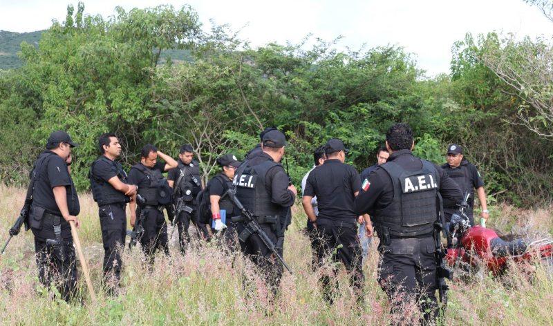 En cateo realizado en jurisdicción de Santa María del Tule, Fiscalía General asegura armas, drogas y detiene a dos masculinos