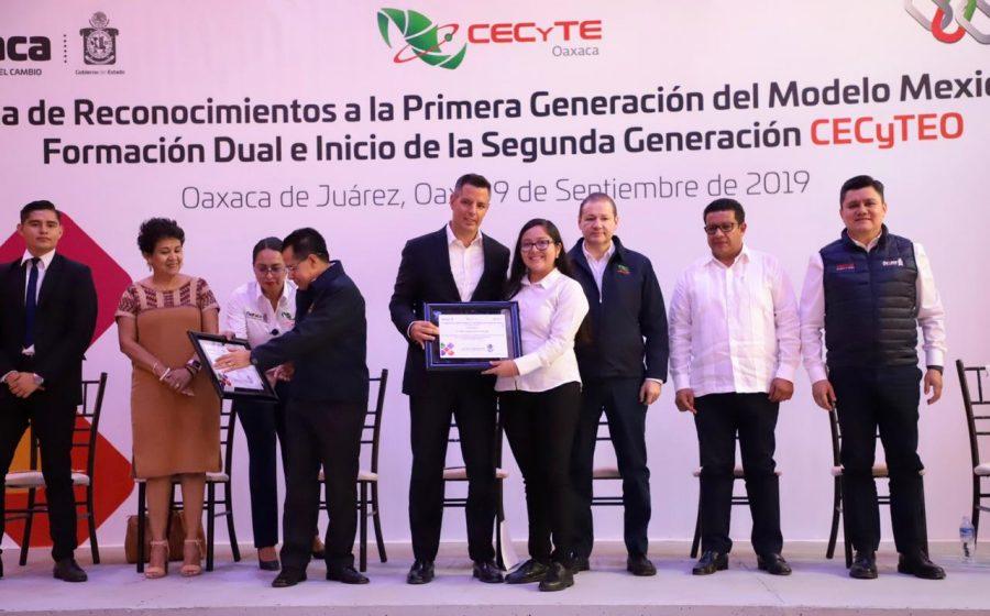 Oaxaca a la vanguardia en la Formación Dual de jóvenes competitivos: Alejandro Murat