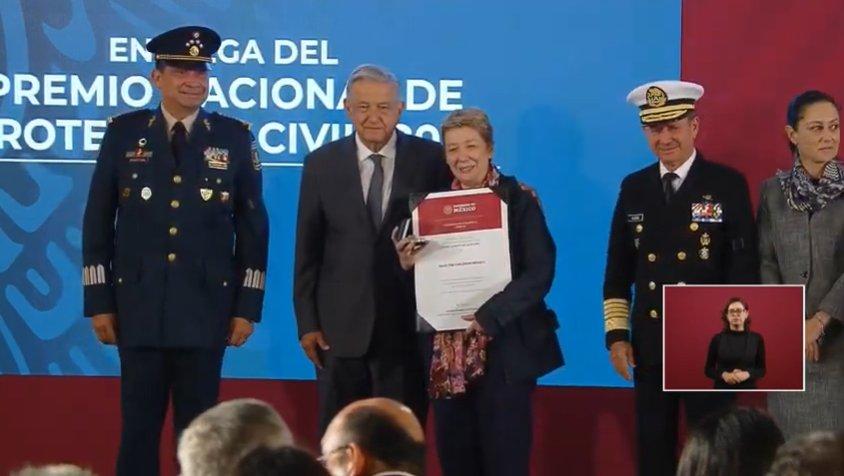 AMLO entrega Premio Nacional de Protección Civil 2019