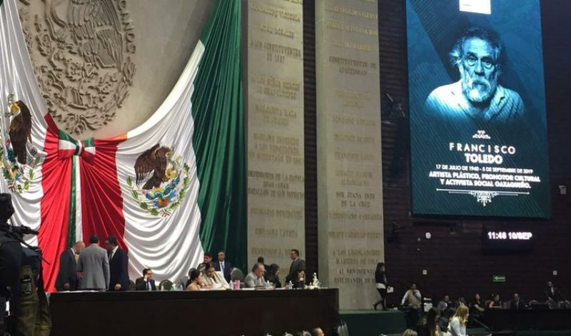 Minuto de aplausos del Poder Legislativo en memoria de Francisco Toledo