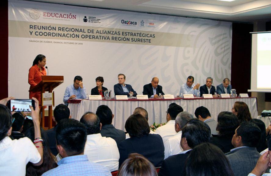 En Oaxaca, Fortalecen tareas por la educación en Reunión Regional Sureste del INEA