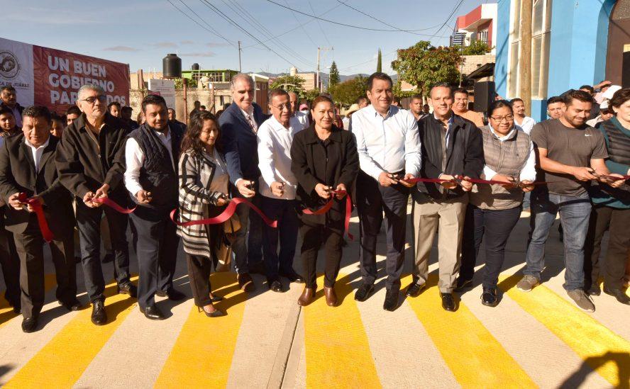 Entrega Oswaldo García obra de pavimentación en Pueblo Nuevo