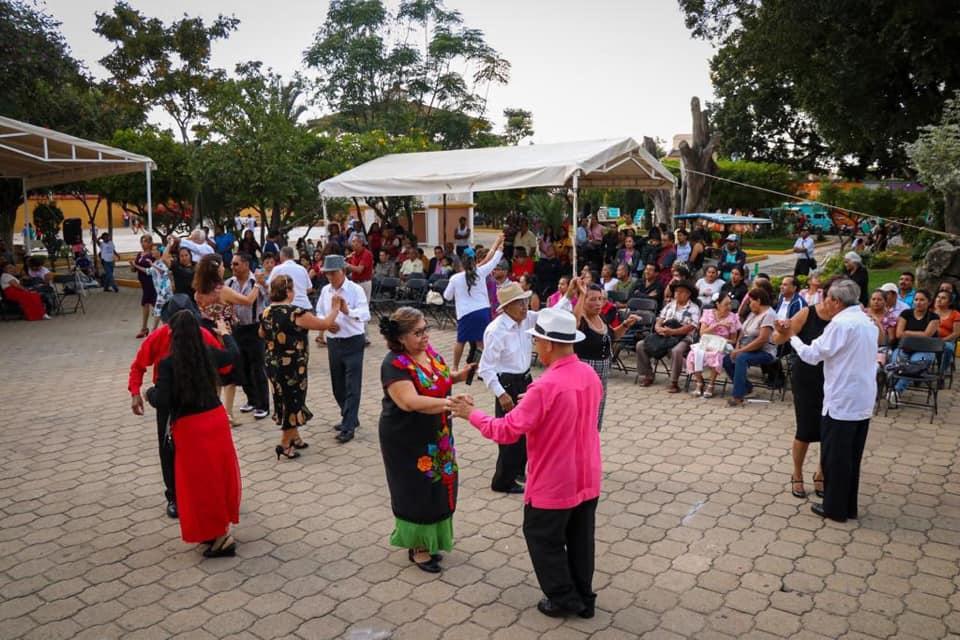 Invitan a Domingos de Danzón en Santa Cruz Xoxocotlán