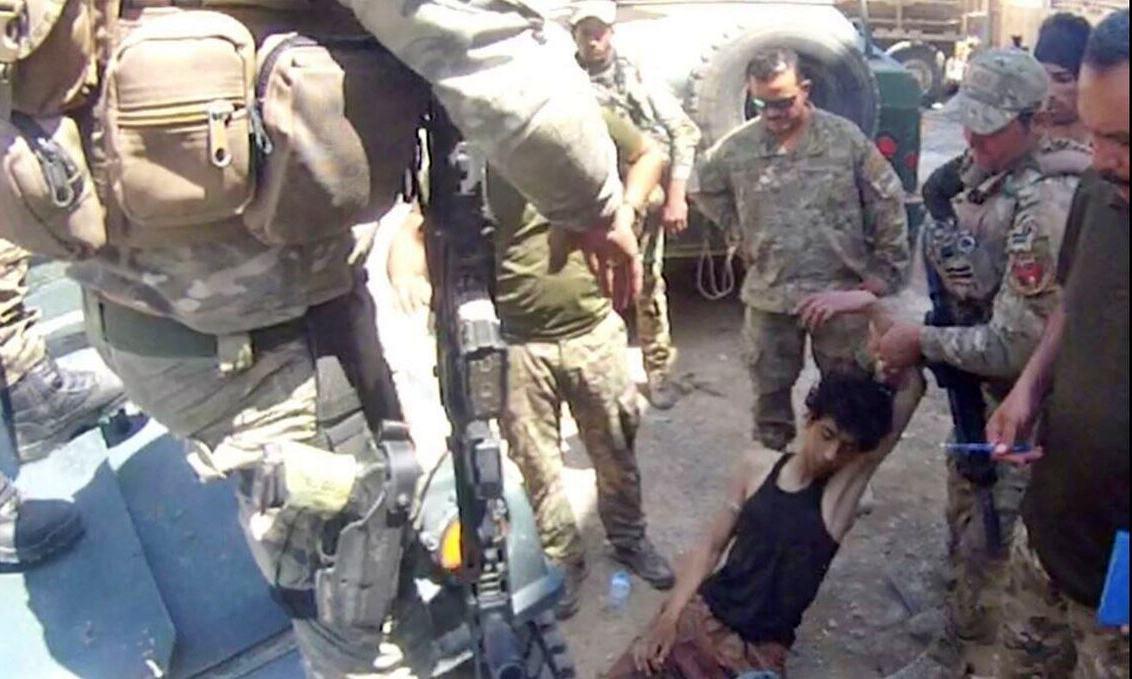 Trump indulta a dos militares vinculados a crímenes de guerra