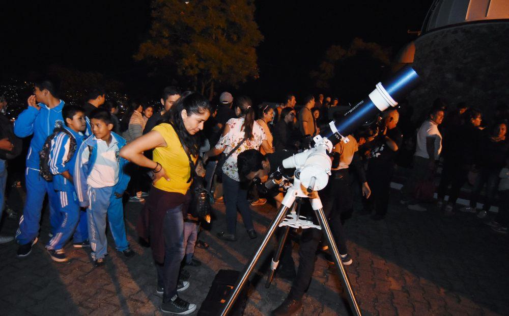 Más de 6 mil personas acudieron a la Noche de las Estrellas de Oaxaca de Juárez