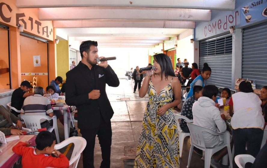 """Seduce """"Canto en mi Mercado"""" a locatarios y visitantes del Mercado de La Noria"""