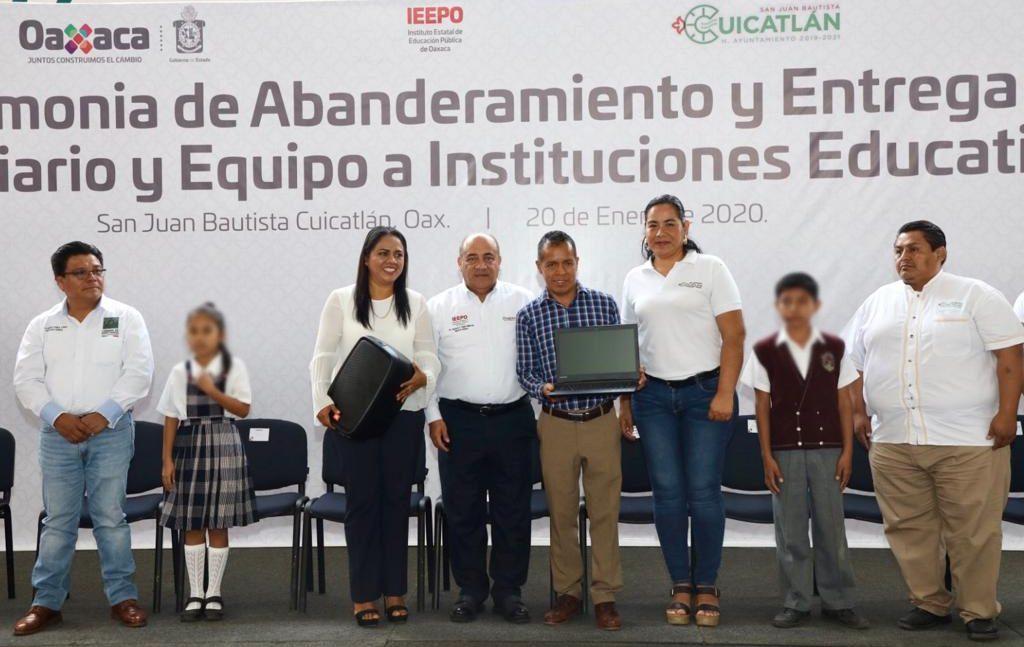 Entrega IEEPO mobiliario y equipo a 28 escuelas de educación básica en Cuicatlán
