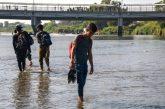 Varados 500 migrantes en la ribera del río Suchiate en Guatemala