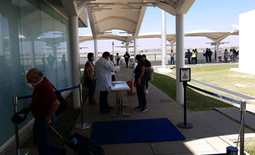 Aeropuerto Internacional de Oaxaca refuerza los filtros para prevenir y detectar la propagación del COVID-19