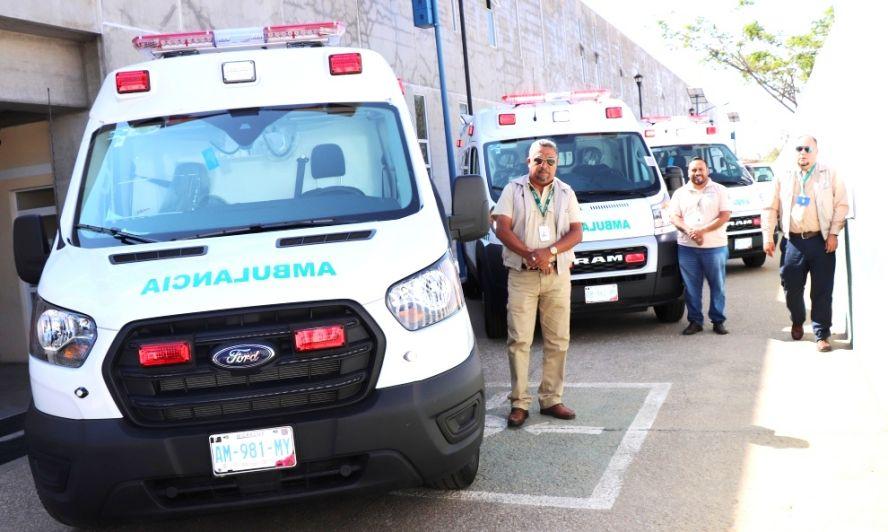 Entrega IMSS tres ambulancias nuevas para hospitales en Oaxaca