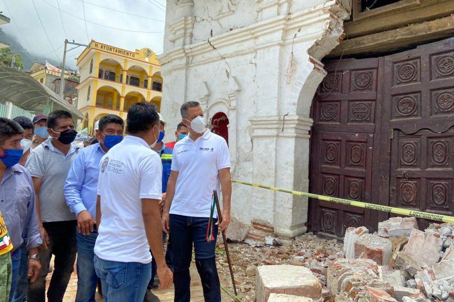 Regresa Alejandro Murat a los Ozolotepec para apoyar a las familias afectadas por sismo