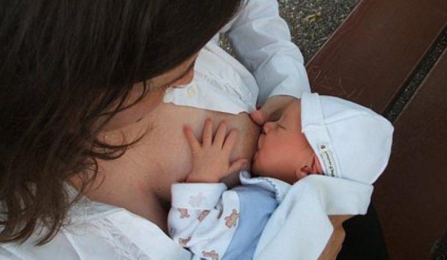 """La leche materna, un """"escudo"""" para el bebé ante la COVID-19"""