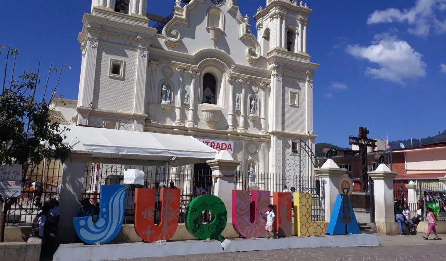 Iglesia en Oaxaca restringe misas y pide no celebrar posadas; todo será virtual