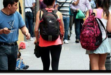 Inegi: acosan a dos de cada 10 mujeres en zonas urbanas