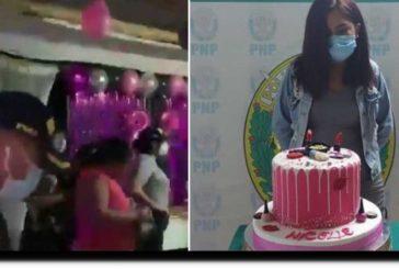 Joven se hace viral por ser detenida y fotografíada junto a su pastel; denuncia humillación por parte de autoridades