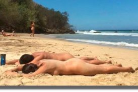 Por Covid cancelan encuentro nudista en playa de Zipolite