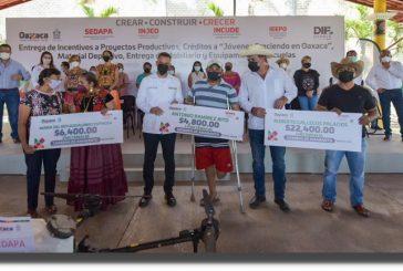 Entrega Murat apoyos en el Istmo de Tehuantepec