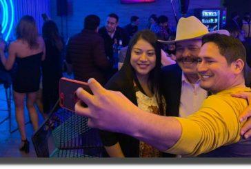 VIDEO: Senador de Morena es captado bailando en antro y sin cubrebocas