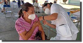 Hospital rural IMSS-Bienestar en Tlacolula aplica vacuna contra covid-19 a adultos mayores