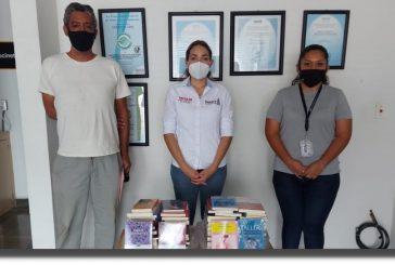 Entrega Seculta acervo bibliográfico en la región de la Costa