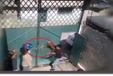 Captan en video a joven que agrede e insulta a su mamá en Edomex