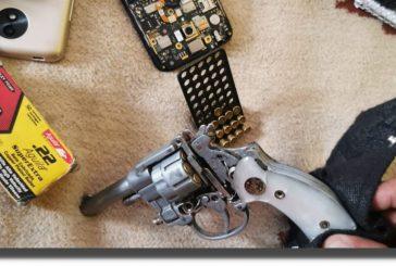 Tras cateo en San Antonio de la Cal, Fiscalía de Oaxaca asegura drogas, armas y detiene a probable narcomenudista