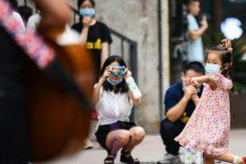 """Pandemia de COVID-19 está """"muy lejos de terminar"""", asegura la OMS"""