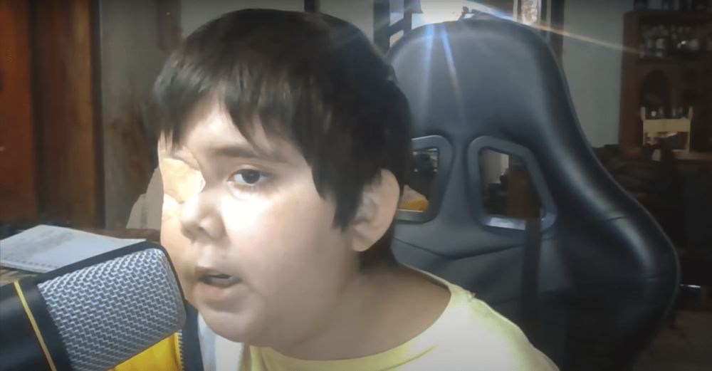 Internautas se unen para apoyar a 'Tomiii 11', el niño con cáncer que quiere ser youtuber