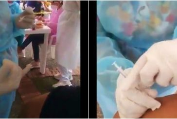 Cachan a enfermera fingiendo poner vacuna covid a abuelito