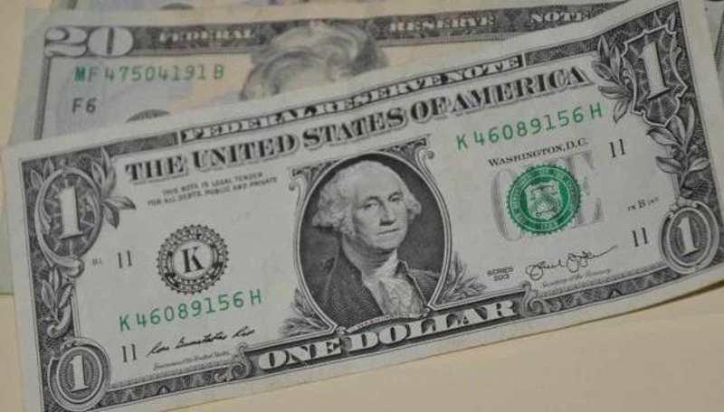Venden dólar en $19.54 en bancos