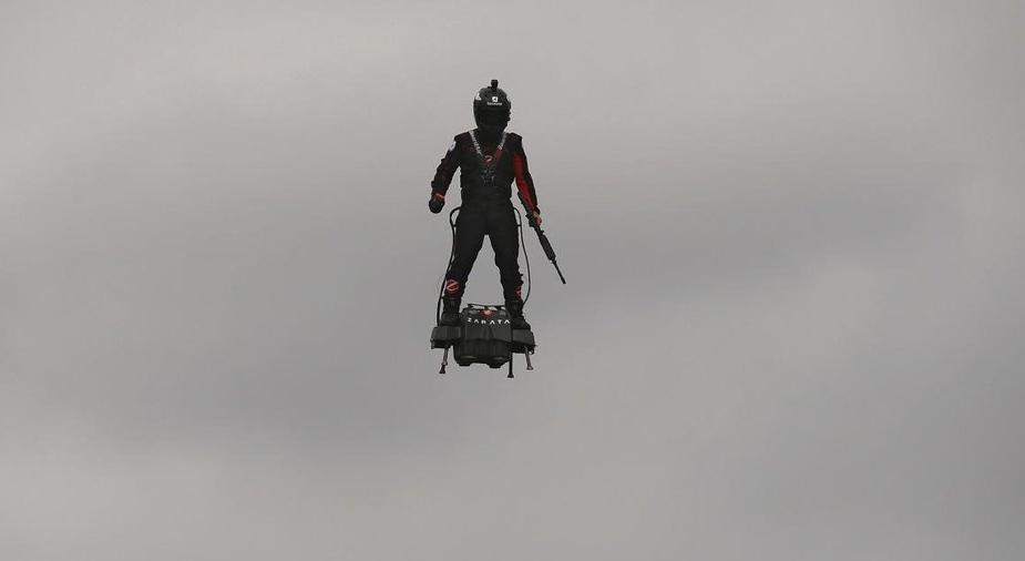 El futuro es hoy… Francia presenta a su 'soldado volador' (video)